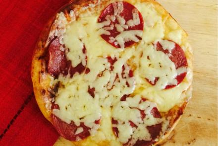 "alt=""pizza"""